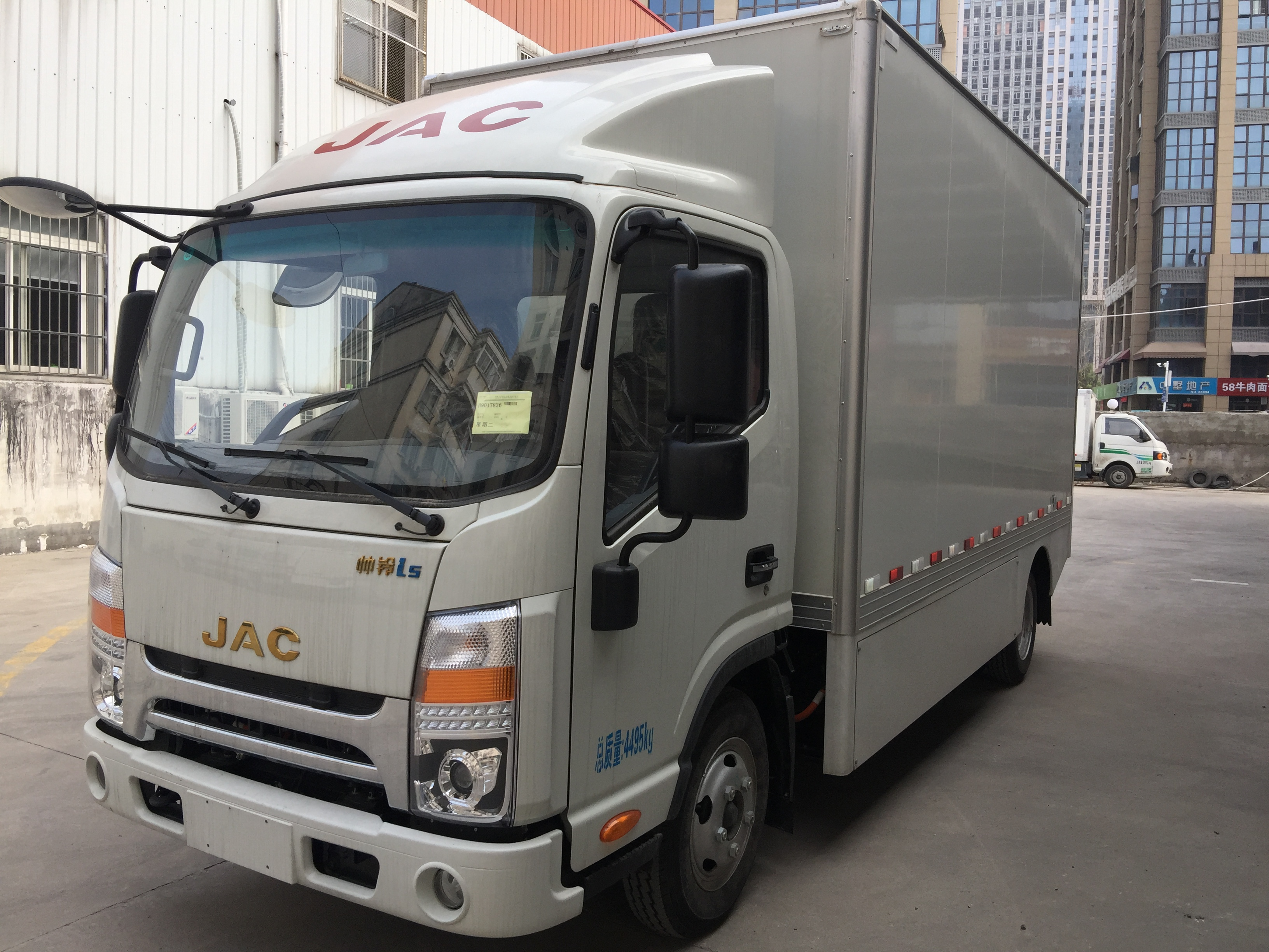 江淮牌i5纯电动厢式运输车